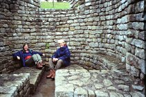 En hvil i det romerske badehuset ved Chesters fort i 1993 / Resting in the Roman bath at Chersters fort in 1993