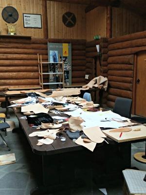 Etter andre dag er rommet litt mer møblert / After the second day, the room is bit less tidy