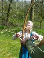 Oline på sin vante post som instruktør i pil og bue / Oline as usual as an archery instructor, dressed in Viking costume