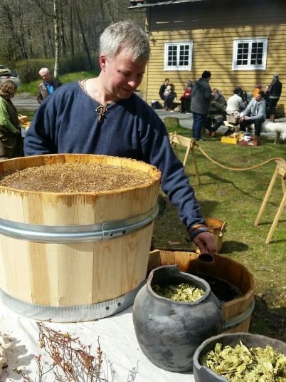 Denne gangen fikk publikum også smake på vørteren / The audience could taste the wort