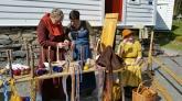 Julia, Janne og Randi viste og lot folk få prøve brikkeveving og andre trådteknikker / Textile workshop