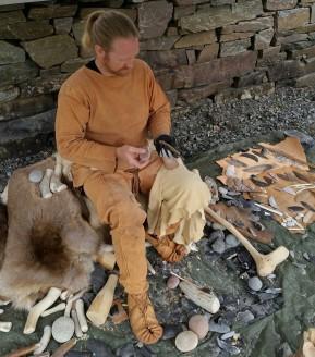 Flintsmeden Morten var som vanlig hovedattraksjon / The flint knapper Morten was our main attraction