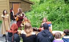 Middelaldermusikerne fra Virelai har vært et fast innslag på Bjørgvin Marknad de siste årene / Medieval music group Virelei from Denmark