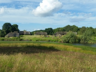 Jernalderlandsbyen ligger idyllisk til / The Iron Age village is situated in idyllic surroundings