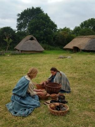 """Det er en kjempejobb å holde alle kjørler reine. Vi hadde det """"jernalderreint"""" / It's a big job to keep all the cutlery clean - we kept it """"Iron Age clean"""""""