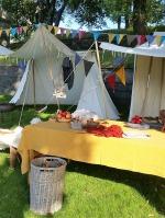 Også vår leir var pyntet med vimpler / Our camp was also decorated with pennants