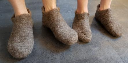 Far og sønn i nye sokker / Father and son in new socks