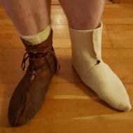 Med og uten vikingtids støvel. Vi har valgt å lage skaftene ekstra lange for å passe i skoene / With and without Viking Age boots. The shafts are made a bit longer to fit this kind of boot.