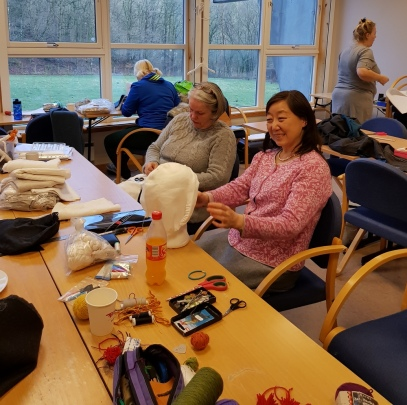 St. Birgittaluer og sømdiskusjoner / Discussions of textiles and sewing