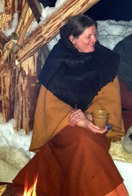 Kveldskos ved bålet / Night at the camp fire