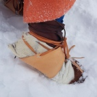 Hudsko med pels som gamasjer utenpå skoene og isbrodder under / Hide shoes on top of Viking boots, crampons attached