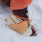 Hudsko med pels som gamasjer utenpå skoene og isbrodder under / Hide shoes on top of Viking boots, crampons attached
