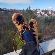 Skoene får best fasong om de tørkes på føttene / Drying on the feet