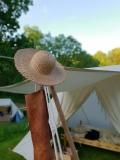 Stråhatten hviler seg etter solnedgang / The straw hat resting after sundown