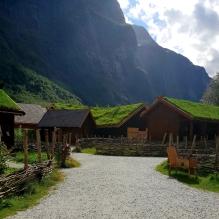 Stille lørdag i vikinglandsbyen / A quiet Saturday in the Viking Village