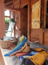 En titt inn i tekstilhuset / A peek into the textile house
