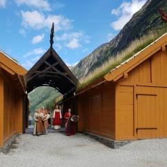 Brudefølget toger i prosesjon inn i landsbyen / The bride arrives the village