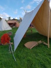 Telt om natten, sol- og regnseil om dagen / Tent at night, rain and sun roof daytime