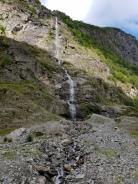 Slik ser deler av gamleveien til Bakka ut, dekket av metervis med grus / Part of the old road to Bakka covered by gravel