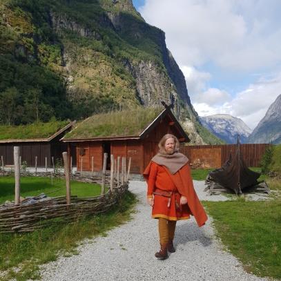 Vi hadde tid til å vandre litt rundt før vielsen / A stroll through the village before the wedding