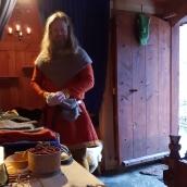 Espen sto og satt i døråpningen og inviterte folk innom / Espen stood and sat in the doorway to invite people in