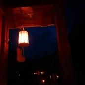 Skomakerens sko fikk plass sammen med lykten / The shoemaker's sign under the lamp